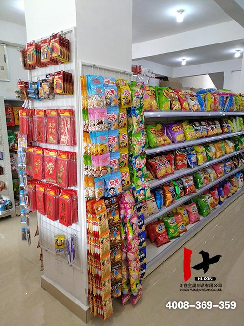 单立柱效果图_小型超市图片效果图_三羊便民超市货架实例陈列效果图
